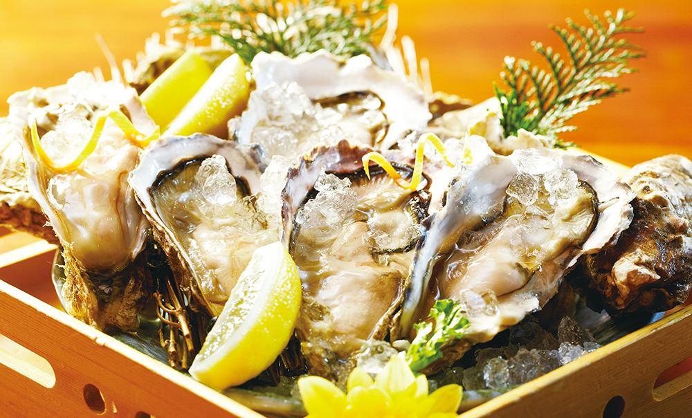 三陸、北海道、兵庫・・・産地直送で安心安全の生牡蠣を季節に合わせてお楽しみいただけます。