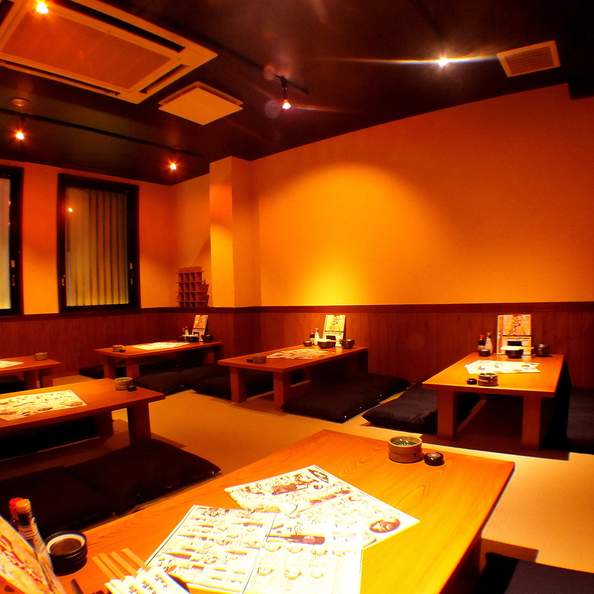 【2F】 Japanese-style dressing room where you can relax and enjoy (up to 27 people can be accommodated)