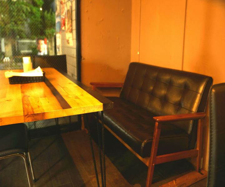 【Shin-Maruko sofa】 The inside of the shop is calm a little Adult atmosphere The lunch is a mama, the friends and dinners are a couple and it is perfect for families and small parties
