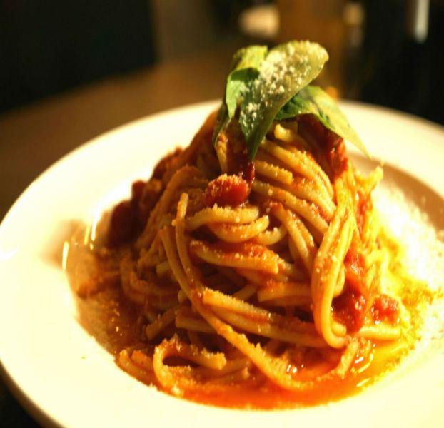Pomodoro (tomato sauce, mini tomato, basil, powdered cheese)