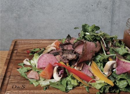 Roast beef and mozzarella cheese chopped salad