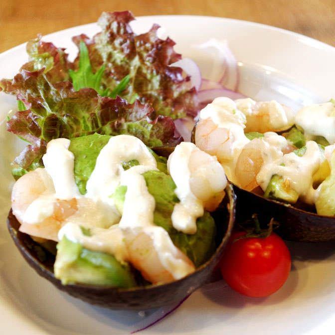 아보카도와 작은 새우 샐러드