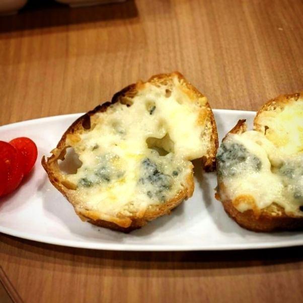 3 종 치즈의 브루 쉐타