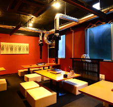 Excellent seating comfort! 3F which arranged a lot of table seats with cushion seat specifications.A stylish space with Japanese and Western mixed together will taste a moment of unusual daily life.We can also reserve floors for 16 to 24 people.You can use it from a small group of drinking parties to a large banquet at a company.