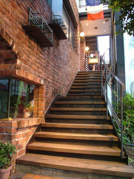 Go up the stairs and go upstairs ....My only hideaway restaurant ♪