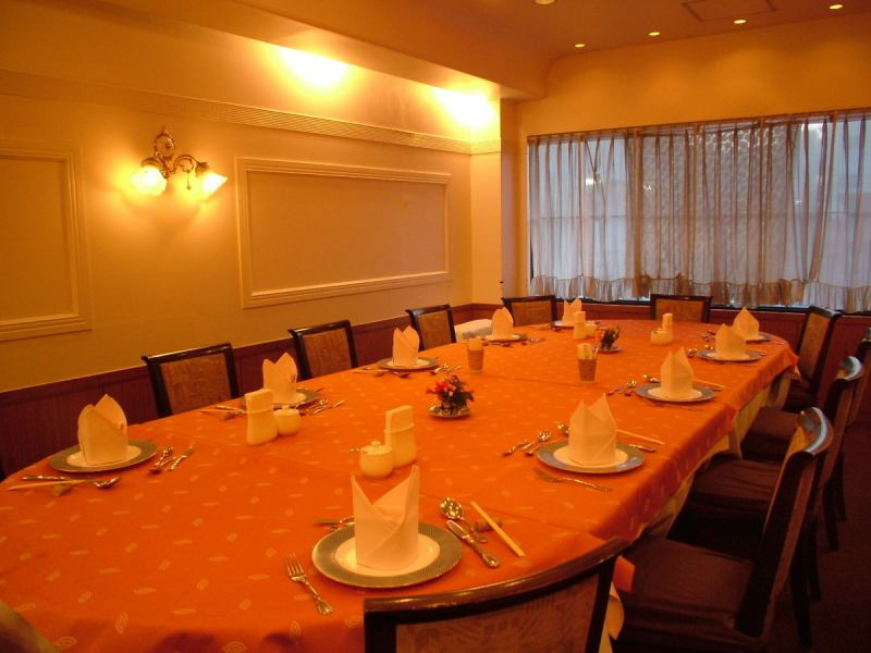 A good atmosphere room can accommodate up to 6 people after name ~ 14 people.Meetings, meetings, families ... etc. Please use various things ♪ (Please consult us for private rooms in small numbers)