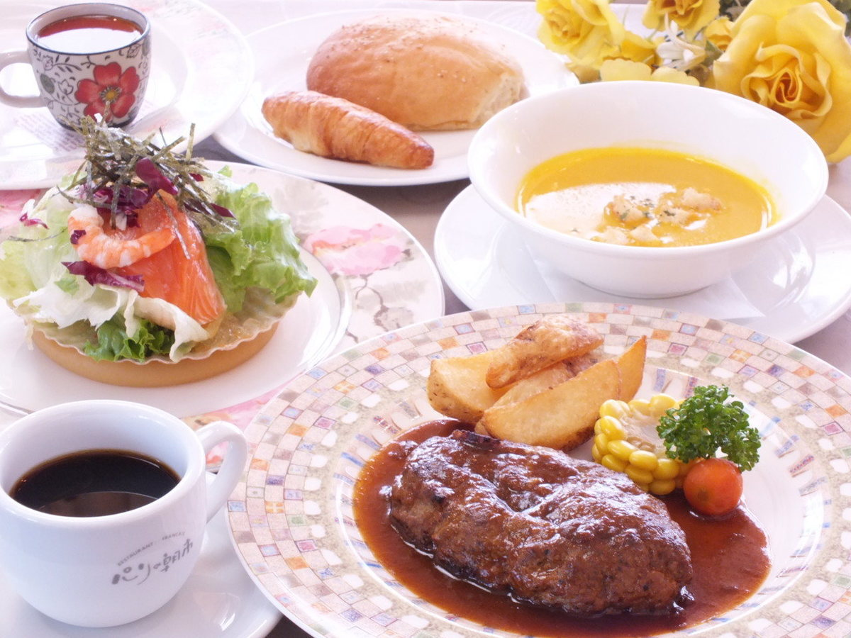 Popular ☆ Parisian lunch!
