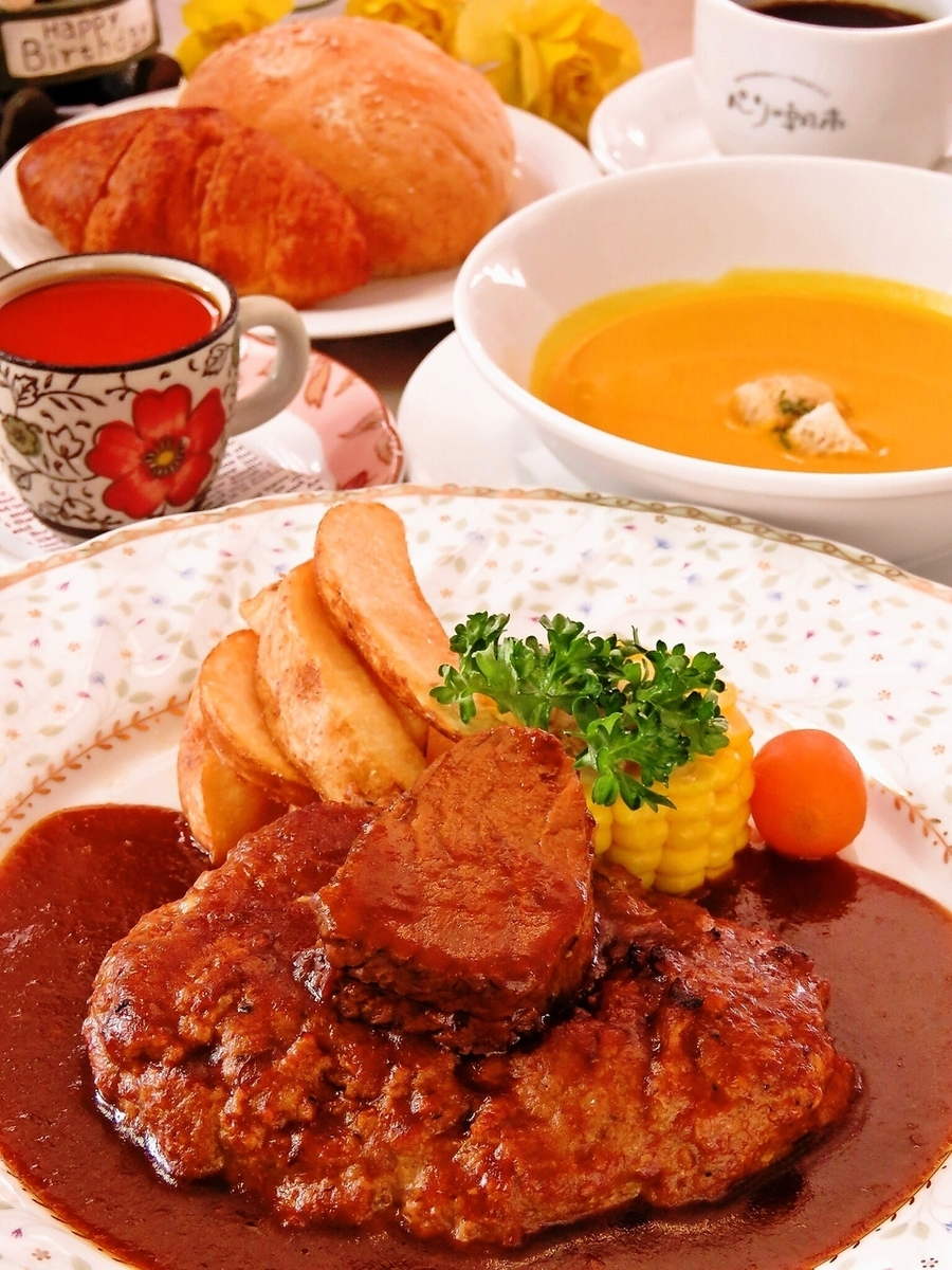 Hamburger steak & beef stew retro lunch! 5 items 1944 yen ⇒ 1800 yen in coupon use (tax included) in March
