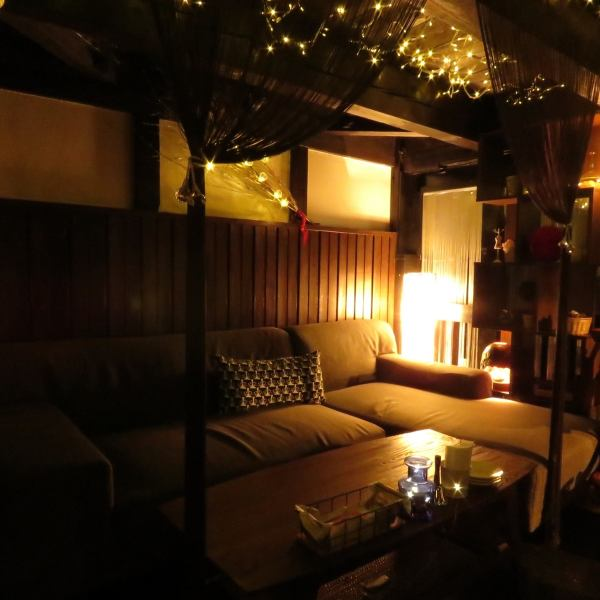 Dating and adult women's Association, perfect adult retreat to birthday party.Down light and indirect lighting will produce a non-daily special space.We also offer comfortable sofa seat.Because it is a popular of your seat, your booking as soon as possible.