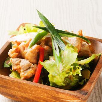 カットフライドチキンと九条葱のさっぱり梅サラダ