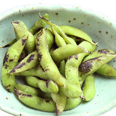 Salt boiled green soybeans