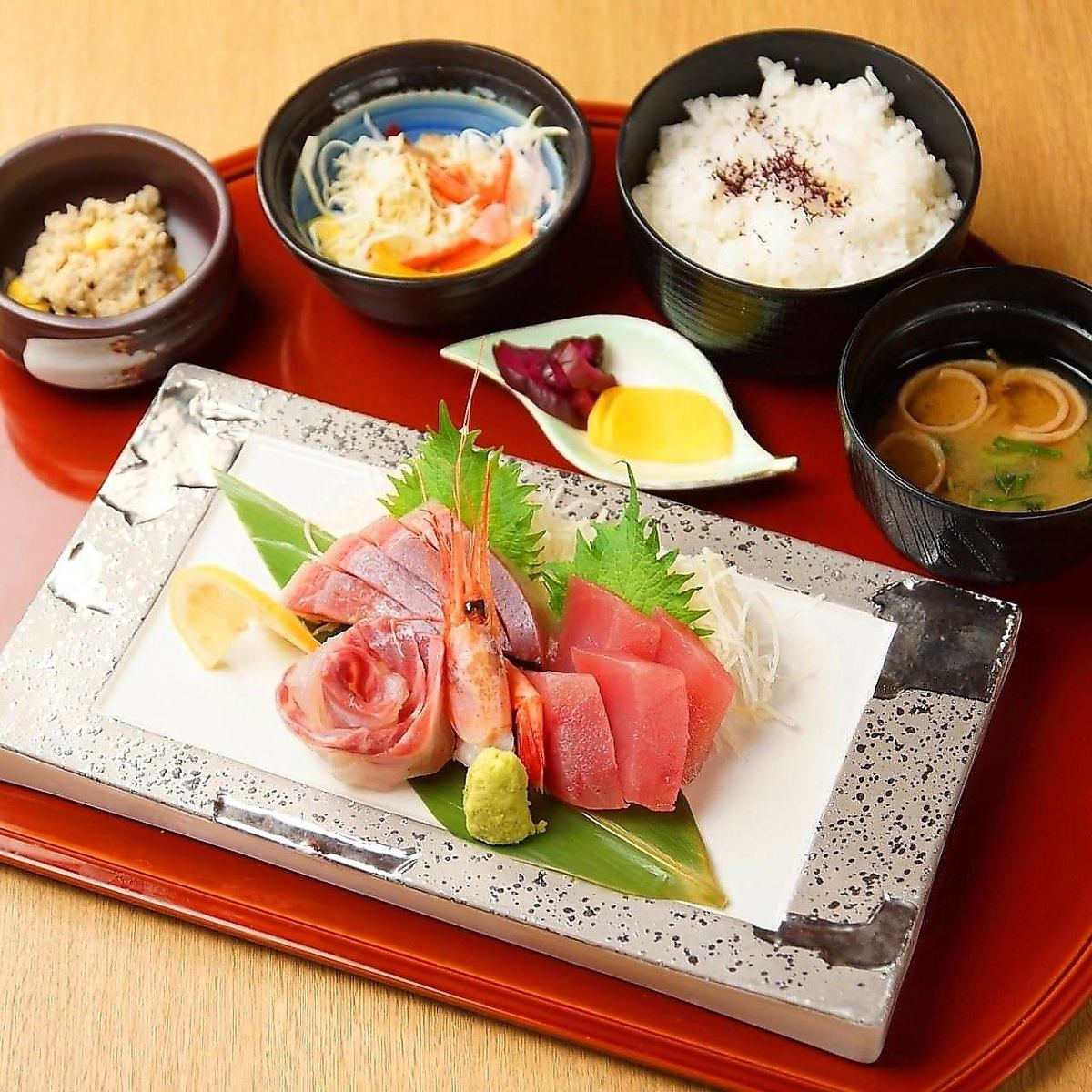Variety of lunches such as set menu, rice dishes and rice bowl prepared 850 yen ~