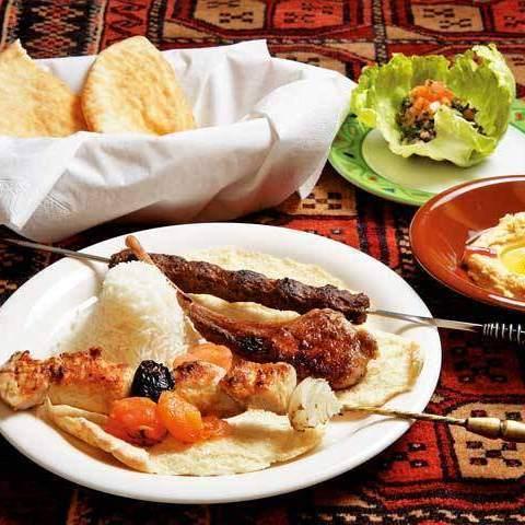 빌딩의 지하 이국 정서가 가득한 본격 아라비아 요리점