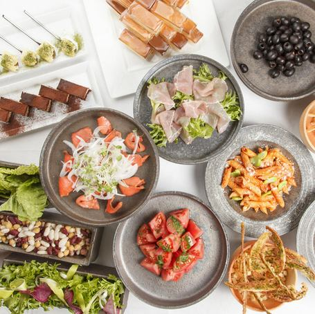 【5000 yen course with all you can drink】 Chef's boasted pasta · main meat dish! Appetizers · dessert · salad as much as you like ★