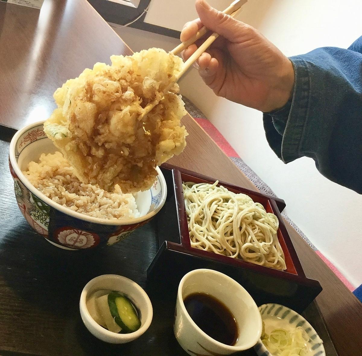 〈ランチ人気2番〉ホクホク かき揚げ丼定食