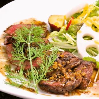 カンガルーフィレ肉のステーキ ガーリックバター醤油