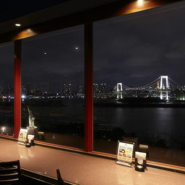東京湾を一望できる最高のロケーションで本格シーフードを楽しめます。船室や港の酒場をイメージした店内でプレミアムな時間を過ごしながら、美味しい新鮮なシーフードを最高の雰囲気の中で味わってみませんか?