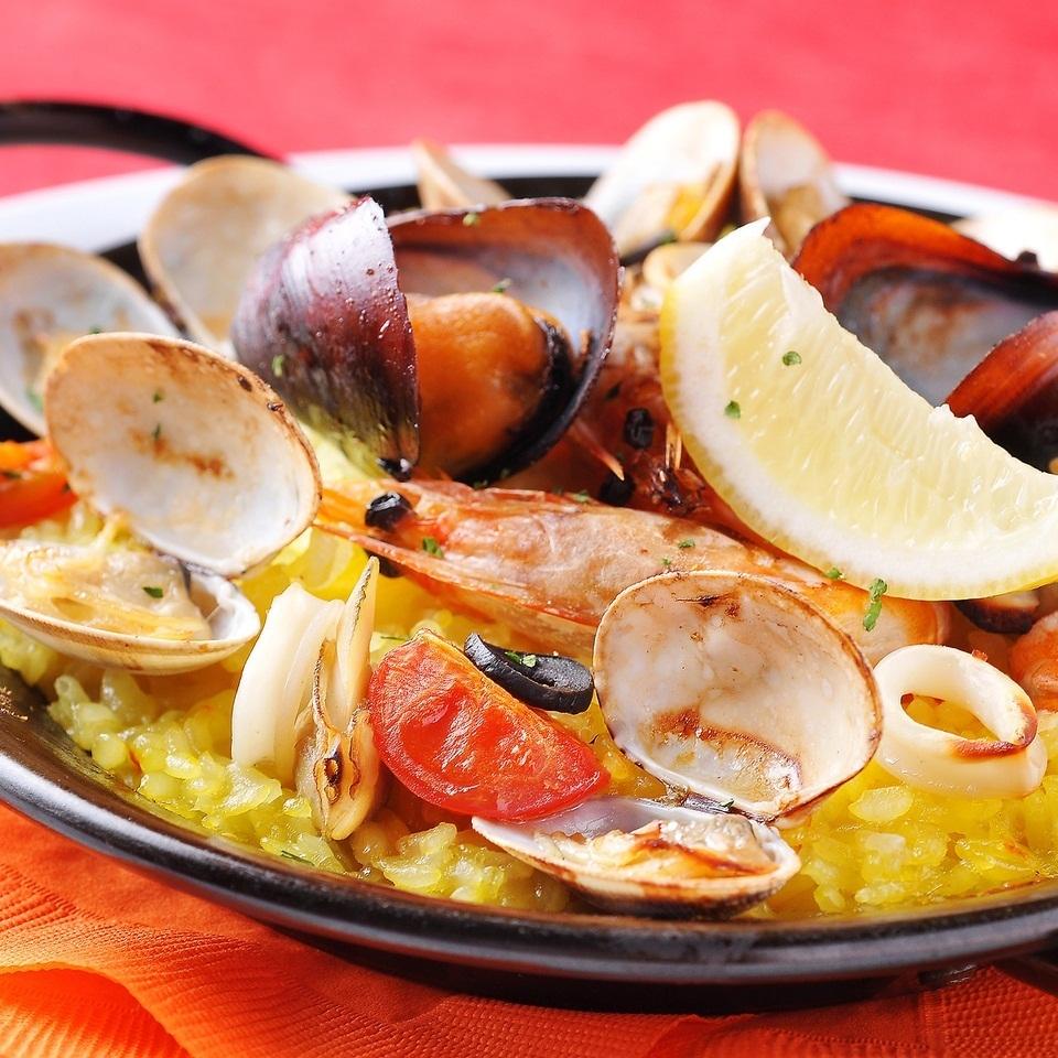 很多西班牙海鮮飯