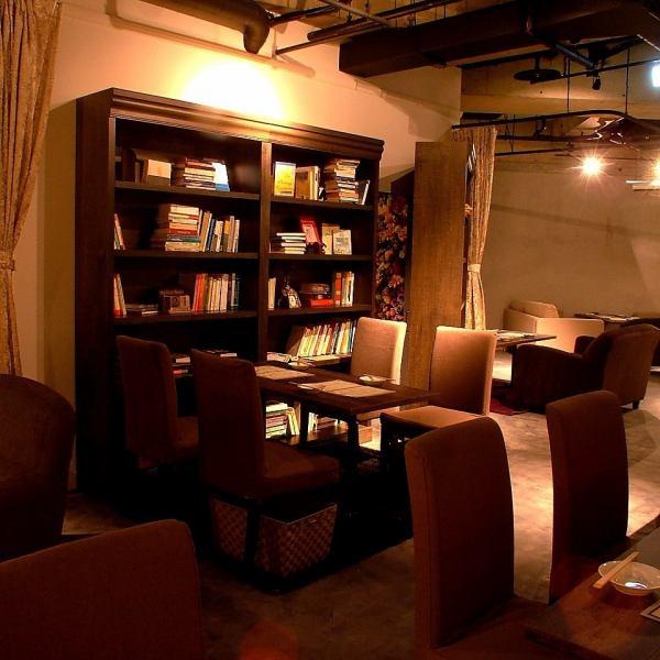 我很開心只是小物品也很可愛。在這個書架後面......有一個秘密的VIP私人房間★