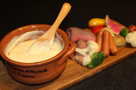 とろ~りチーズにマッシュポテトとニンニクを加えたフランスの郷土料理【アリゴ】