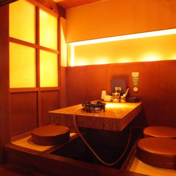 【テーブル席個室×かに料理】4名様~16名様まで対応しております。木の造りで新しい店内は清潔感あり、上質な個室空間です。贅沢料理を極上の空間でご堪能ください。