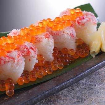 かにといくらのこぼれ寿司