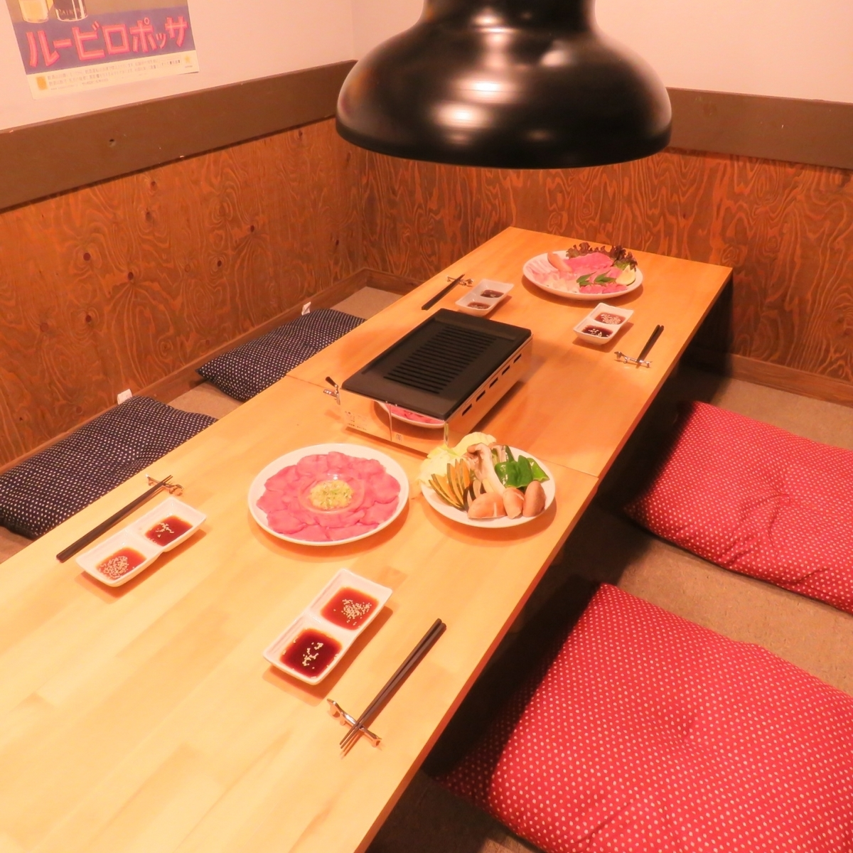 On the second floor of the Osaki private room is a special seating only for reservation ... with special delicious yakiniku overnight.