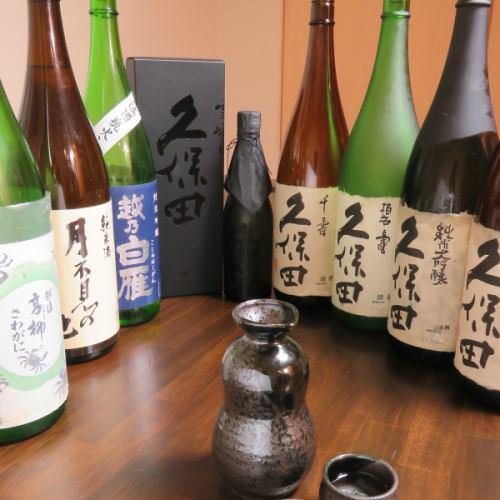 季節によって入れ替わる豊富な日本酒、焼酎!