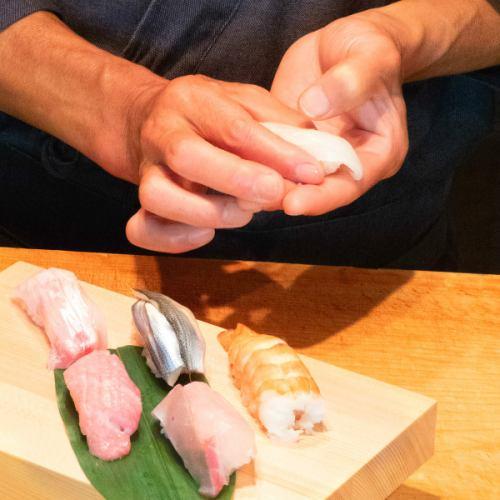 名物の『赤シャリ寿司』