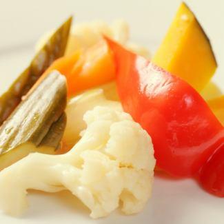五顏六色的蔬菜的自製生薑鹹菜
