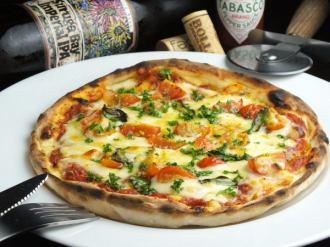 期間限定!トマトピザ500円&ワイン飲み放題時間無制限!