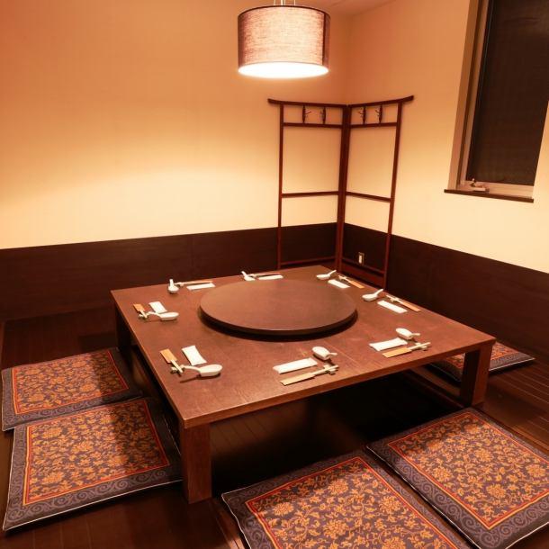 回転テーブル付きの半個室タイプの掘りごたつ席◎最大16名様のご宴会が可能です。各種宴会にお気軽にお問合せください。