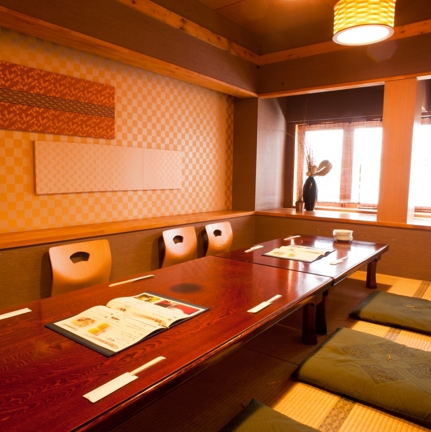 The second floor is spacious, perfect for large banquets ♪