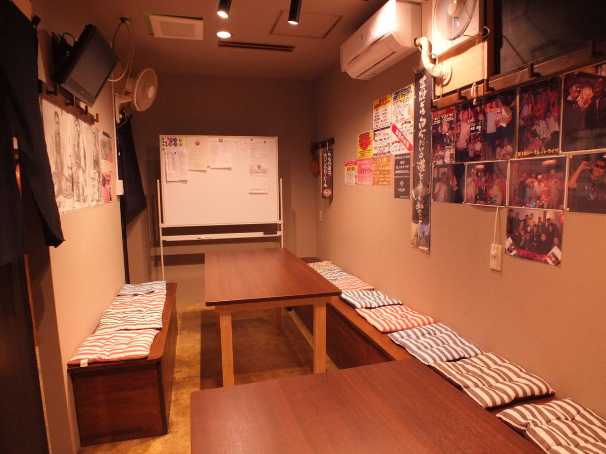 [Individual room 3] Maximum of 12 people available.It is a private room that you can use in various scenes for meetings and meetings with family members within friends, friends, etc.In addition, there is a TV monitor and white board in this room.How you use is up to you!