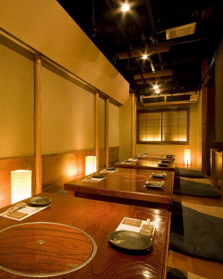 """If it is a Shinsaibashi bars izakaya private room (charter)"" It is an excursion! (^^) / This is an image assumed assuming a charter.A private room (charter) which can be made with a small group (14 people depending on the day!) Is recommended as usual as usual! If you order a banquet course for more than 6 people at lunchtime, you can charter (^ ^ ♪"