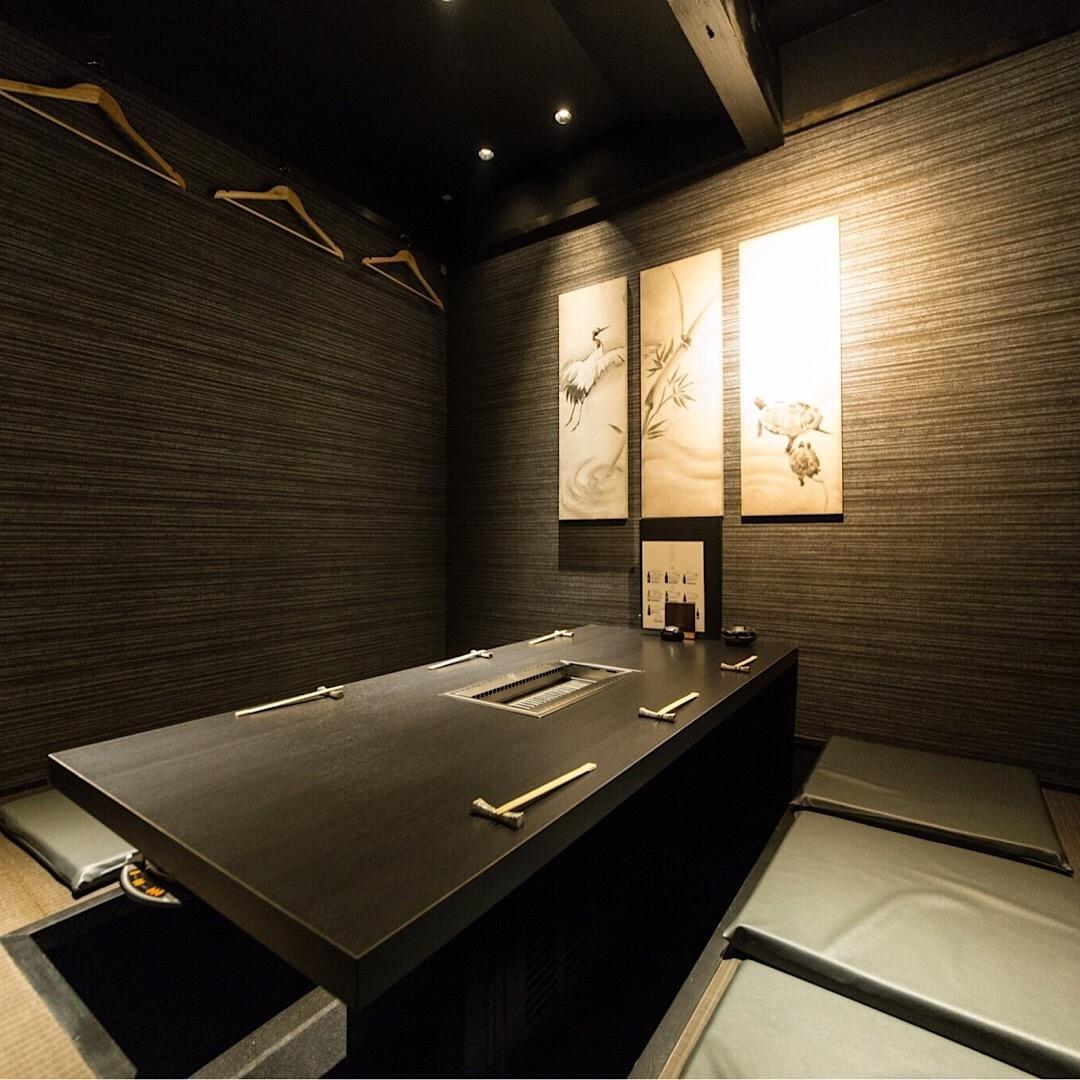 【2階:掘りごたつ個室】目上の方との会食にもふさわしいシックな空間(6名様まで※お席は2時間制となります。)