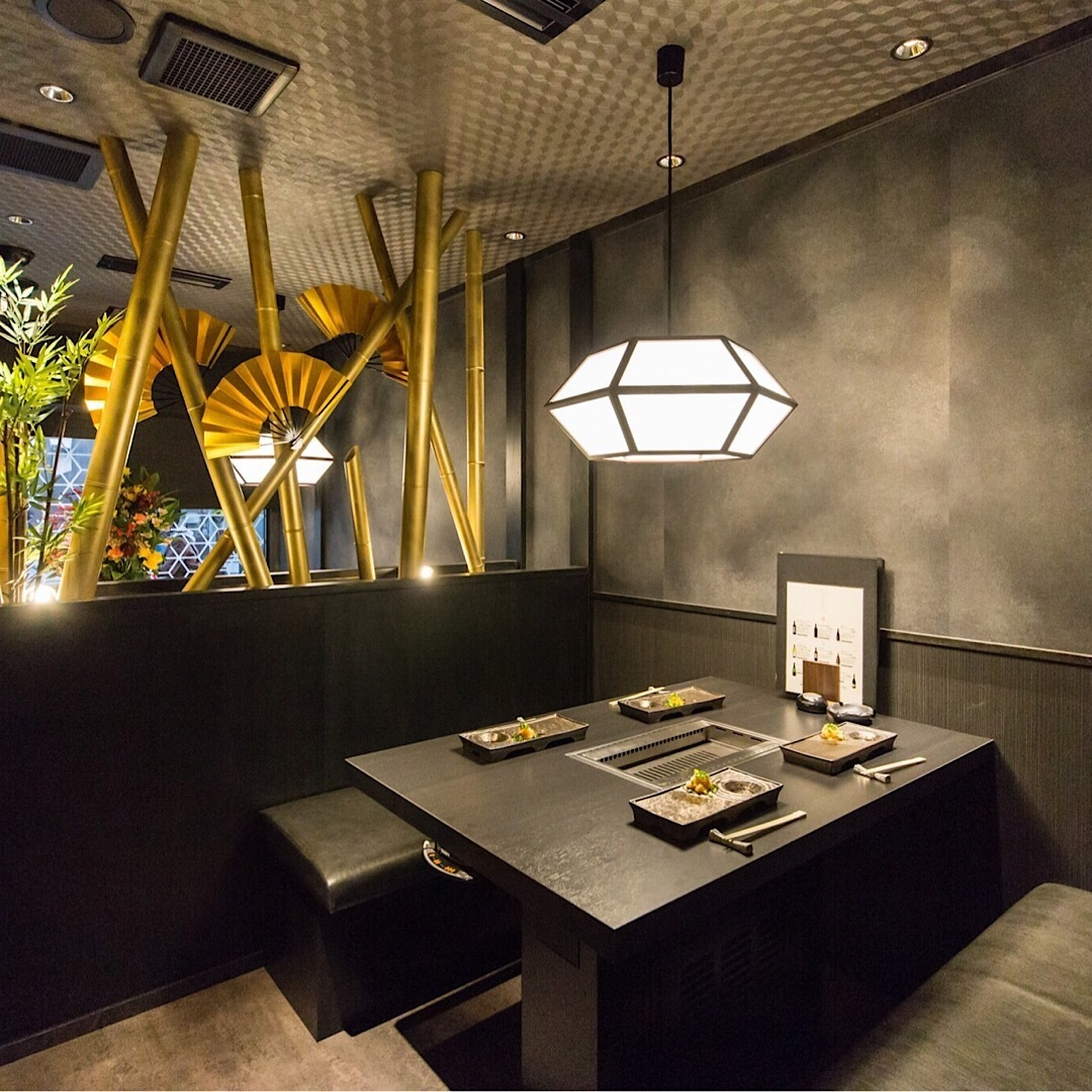 【1階:テーブル半個室】デザイナーズ空間で記念日デートや女子会を(4名様まで※お席は2時間制となります。)