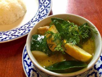 ゲェーンキアオワーンガイ~季節の野菜と地鶏のグリーンカレー~