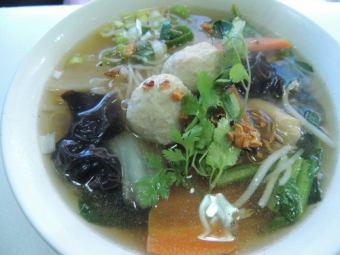 クイッティヤオ・ナーム~タイ麺の汁そば~/クイッティヤオ・ヘン~タイ麺の汁なしそば~