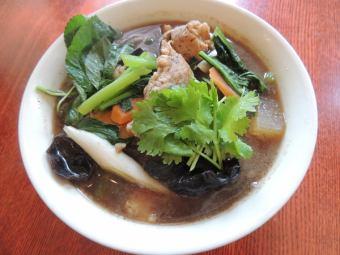 フォームーダム~鶏肉と五目野菜のフォー~/フォーガイ~蒸し鶏と五目野菜のフォー~