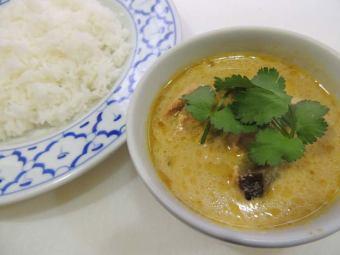 ゲェーンキアオワーンガイ~鶏肉と季節の野菜のグリーンカレー~
