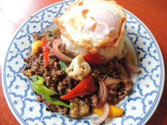 カウパットバイカパオヌア~牛肉のバジル炒めご飯~/カウパットバイカパオガイ~鶏肉のバジル炒めご飯~