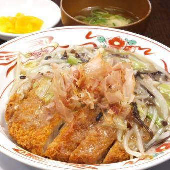 大米上的豬排