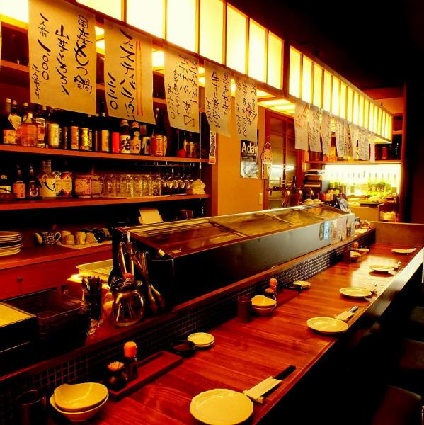 カウンター席は6席ゆったり広々。スタッフとの会話も居酒屋の醍醐味。旨い料理と旨い酒、楽しい時間をご提供♪