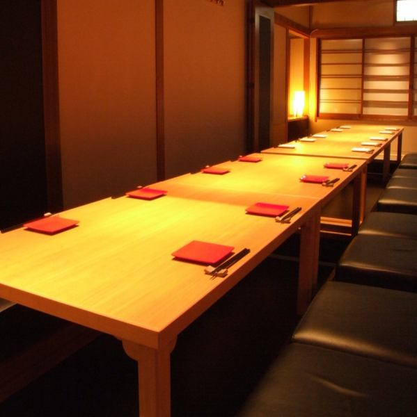 On the 2nd floor Osashiki is a dining room.A private room with outstanding atmosphere can be prepared from 2 people to around 25 guests.Booking is recommended.