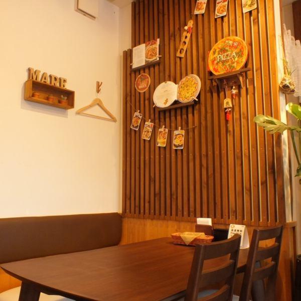 """イタリアの気軽に入れる食堂、大衆食堂みたいな雰囲気や家庭的な雰囲気を持つお店""""trattoria"""" 装飾にも本場イタリアの小物などを使用しており、とってもオシャレな雰囲気です♪"""