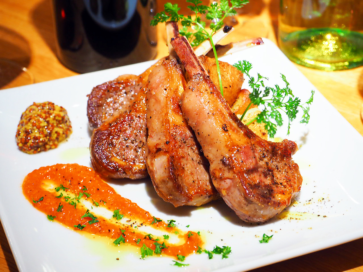 Lamb chop (1 piece)
