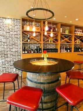 The round table which surrounds with friends is piled up for girls' party and party ♪ We recommend you to reserve when you use!