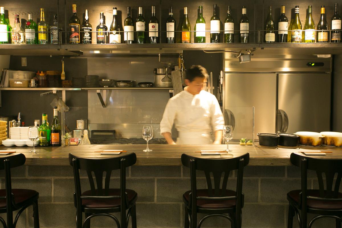 櫃檯座位,您可以在您面前享受廚師烹飪。非常感謝一個人!
