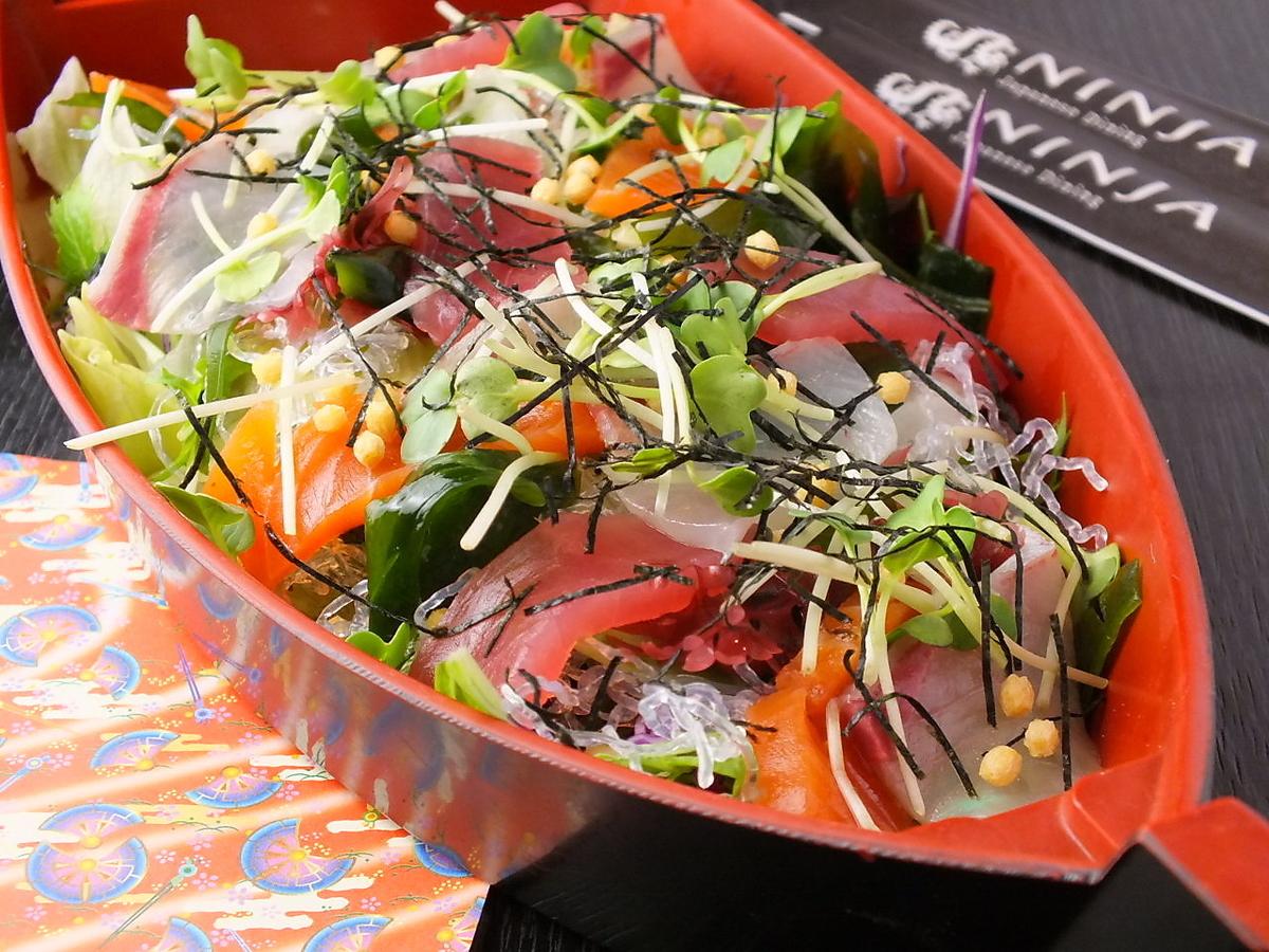 黒船彩り海鮮サラダ